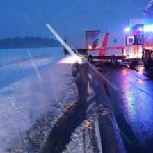 Kėdainių rajone dėl avarijos susidarė spūstis, sužalotas Estijos pilietis
