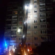 Vilniuje aštuntajame daugiabučio aukšte kilusiame gaisre žuvo moteris