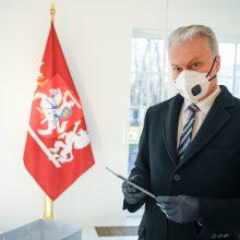 Trakų rajono moksleiviams G. Nausėda perdavė Valstybės pažinimo centro planšetes