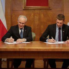 Lietuvos ir Lenkijos ministrai įsipareigojo bendradarbiauti rengiant vadovėlius