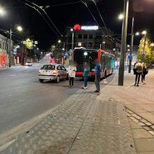 """Laisvės al. ir Savanorių pr. sankryžoje susidūrė autobusas ir """"Citroen"""""""