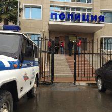 Policininkas įvykdė draugo prašymą: išprievartavo merginą