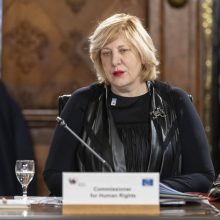Europos teisių komisarė perspėja apie prastėjančią laisvių padėtį Slovėnijoje