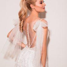 Po vestuvių nepraėjus nei metams R. E. Mazurevičiūtė vėl apsivilko nuotakos suknelę