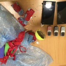 Pareigūnų dėka draudžiami daiktai į Vilniaus pataisos namus nepateko