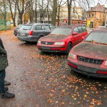 Vairuotojus pykdo aikštelėse vietas užimantys nevažiuojantys išklerėliai