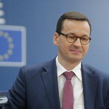 Lenkijos premjerui atleidus vieną savo pavaduotojų, ėmė byrėti valdančioji koalicija