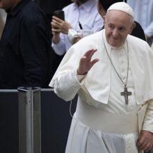 Vatikanas: popiežius nuolat stebimas dėl koronaviruso