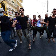 Bagdade protestuotojai išvaikyti ašarinėmis dujomis ir šūviais
