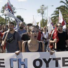 Graikijos ir JAV bendradarbiavimu nepatenkinti protestuotojai sukėlė riaušes Atėnuose