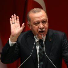 """R. T. Erdoganas siekia """"galutinės pergalės"""" per operaciją Sirijoje"""