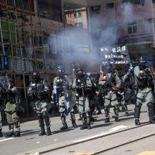 Didžioji Britanija: smurto paaštrėjimas per protestus Honkonge kelia didelį nerimą