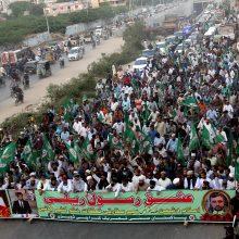 Pakistane dešimtys tūkstančių žmonių rinkosi į prieš Prancūziją nukreiptą protestą