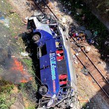 Brazilijoje nuo viaduko nulėkus autobusui, žuvo 16 žmonių
