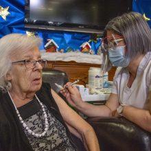 JK pirmąja vakcinos nuo koronaviruso doze jau paskiepyta beveik 18 mln. žmonių