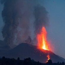 Dėl ugnikalnio išsiveržimo La Palmos saloje 7 tūkst. žmonių nurodyta likti namuose