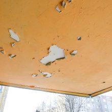 Renovacijos aušroje atnaujintas daugiabutis bjauriai pažaliavo