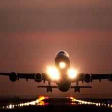 Kaune nusileido lėktuvas, atgabenęs likusią dalį užsakytų apsaugos priemonių medikams