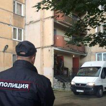 """Rusijoje dėl nepaklusimo policininkams dviem """"Pussy Riot"""" narėms skirtas areštas"""