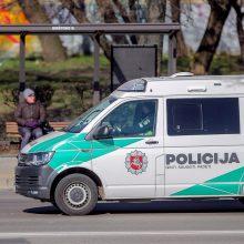 Seimas padidino pinigines baudas karantino taisyklių pažeidėjams