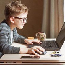 """Kai vaikai """"serga"""" technologijomis: kaip atitraukti vaiką nuo kompiuterio"""