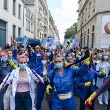 Paryžiuje per medicinos darbuotojų mitingą sulaikyti 32 riaušininkai