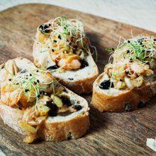 Gardžios sumuštinių interpretacijos kiekvieno skoniui: su šaltiena, faršu ar krevetėmis