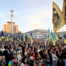 Tūkstančiai ukrainiečių protestuoja prieš numatomą karių atitraukimą iš Rytų Ukrainos