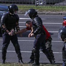 Minske atsinaujino milicijos ir opozicijos protestuotojų susirėmimai
