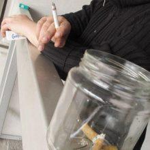 Draudimas rūkyti balkonuose: yra ir antra – kur kas tragiškesnė medalio pusė