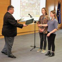 Užsienio reikalų ministras apdovanojo komiksų konkurse dalyvavusius moksleivius