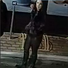 Policija ieško, kas degalinėje sužalojo vyrą <span style=color:red;>(gal matėte šią moterį?)</span>