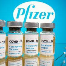 """""""Pfizer"""": vakcinos nuo COVID-19 dozių pristatymas sausio pabaigoje sulėtės, vėliau bus spartesnis"""