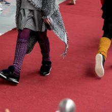 Vaikai nupiešė kojinytes sau ir kitiems