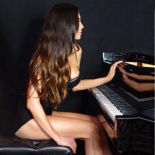 Seksualioji klasikinės muzikos Lady Gaga: grojant neturi dvelkti naftalinu