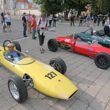 Kauniečiams pristatyti legendiniai bolidai, lenktyniausiantys Kačerginėje