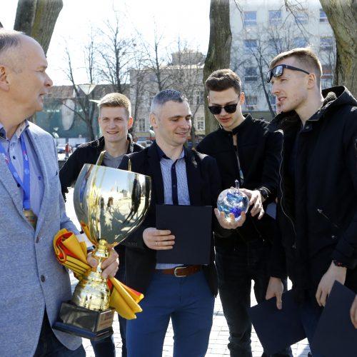 """Meras pasveikino """"Amber Queen"""" tinklinio komandą  © Vytauto Petriko nuotr."""