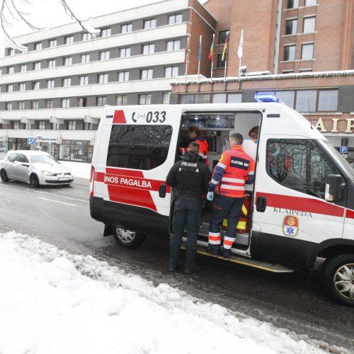 Nelaimės tęsiasi: pėsčiųjų perėjoje partrenkė vyrą  © Vytauto Liaudanskio nuotr.