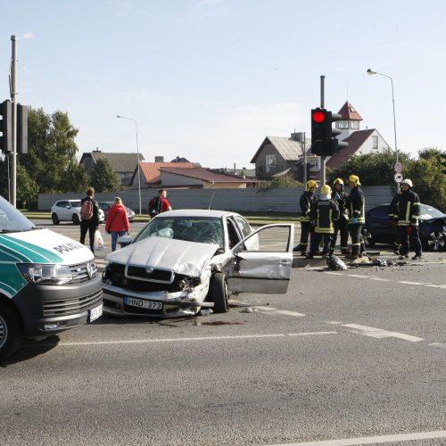 Dar viena avarija Klaipėdoje: sumaitoti du automobiliai