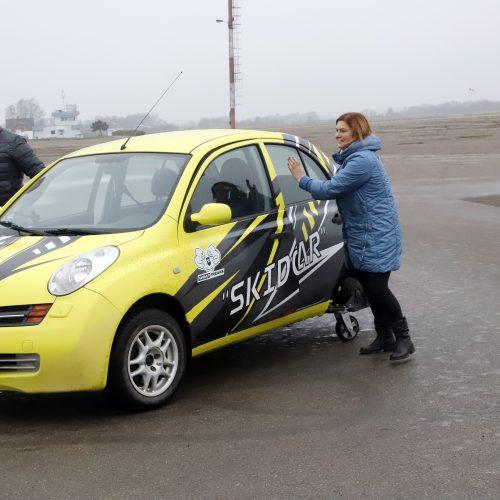 Slystantis automobilis vairavimo įgūdžiams gerinti  © Laimučio Brundzos nuotr.