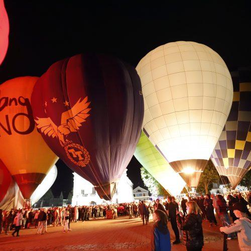 Naktinis oro balionų šou Kaune  © Laimučio Brundzos nuotr.