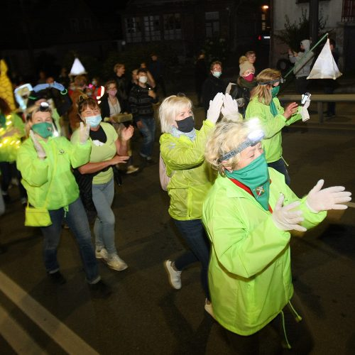 """""""Fluxus"""" festivalį vainikavo kopimas į Parodos kalną  © Laimučio Brundzos nuotr."""