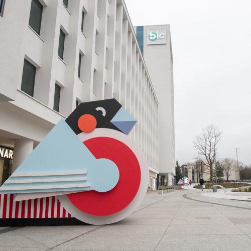 Vienybės aikštė pasipuošė A. Kišonaitės sniegenomis  © Justinos Lasauskaitės nuotr.