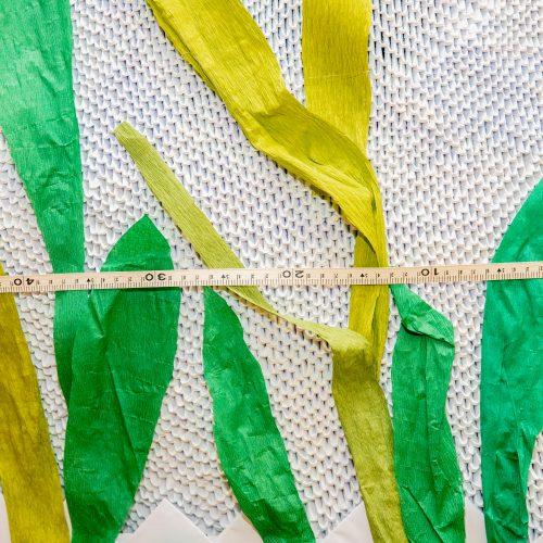 Mokinių origami gulbė pretenduoja į Lietuvos rekordų knygą  © Justinos Lasauskaitės nuotr.
