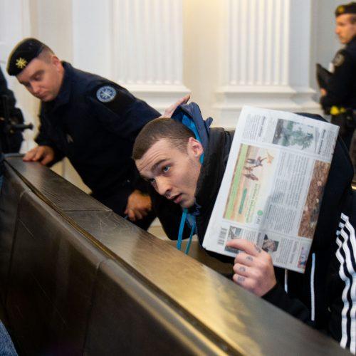 Teisiama pavojinga kalinių gauja  © BFL nuotr.