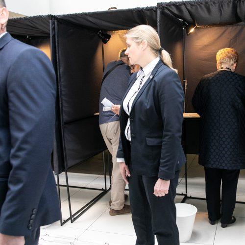 Iš anksto balsavo prezidentė D. Grybauskaitė  © P. Peleckio / Fotobanko nuotr.