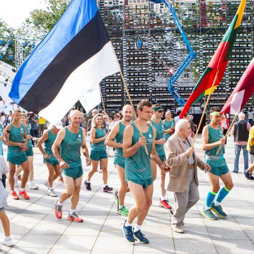 Startavo tradicinė estafetė Baltijos keliu