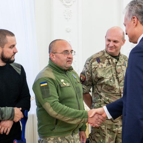 Prezidentas susitiko su Lietuvoje gydomais Ukrainos kariais