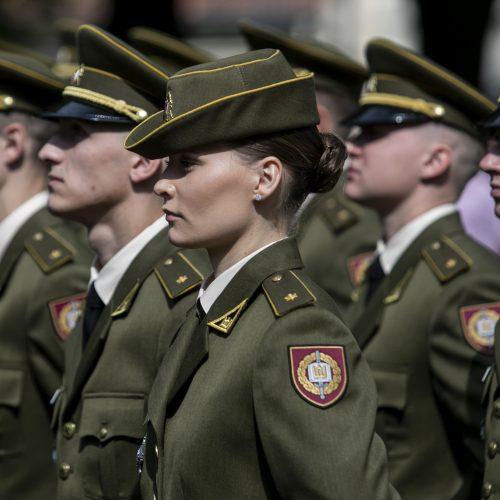 Kariūnams suteiktas pirmasis karininko laipsnis