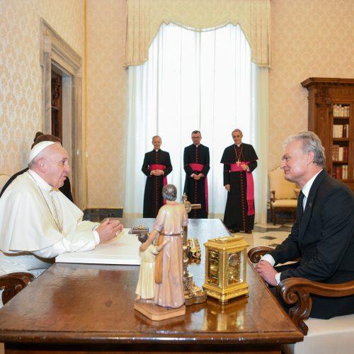 G. Nausėda susitiko su popiežiumi  © R. Dačkaus / Prezidentūros nuotr.